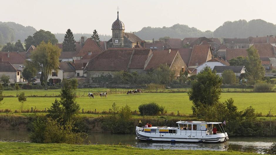 Die Penichette, ein alter, umgebauter Lastkahn, ist das typische Fortbewegungsmittel auf der Saône.
