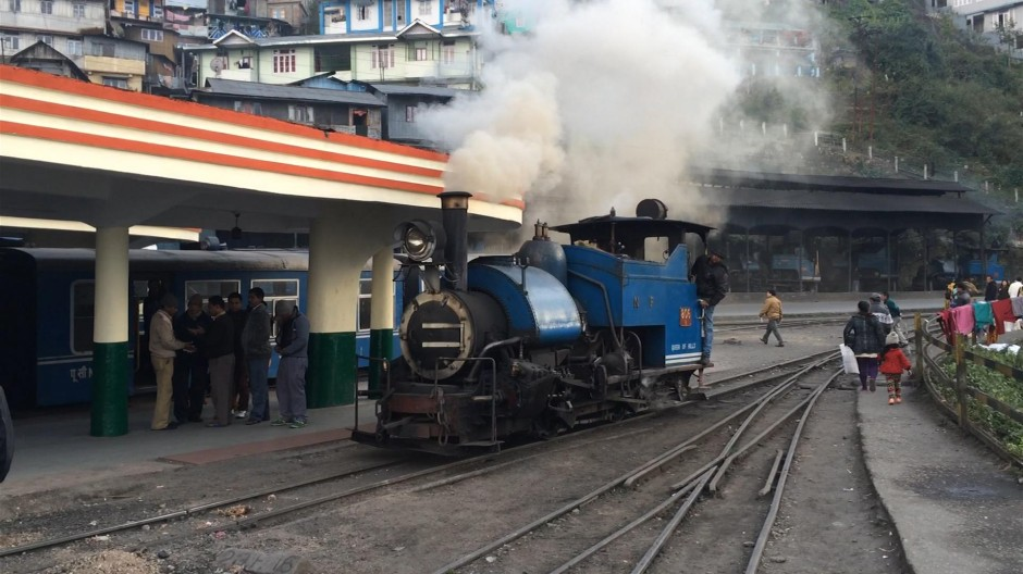 Mit der Schmalspurbahn hinauf nach Darjeeling