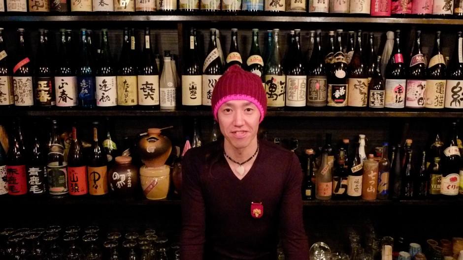 Milt-Jackson vor einer Shochu-Bar in Miyazaki