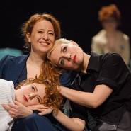 Zwei von drei Schwestern: eine Inszenierung von Maren Bjørseth