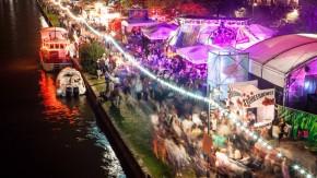 Museumsuferfest - Zum Kulturfestival am Museumsufer in Frankfurt wird in den Museen und auf anliegenden Bühnen gefeiert.