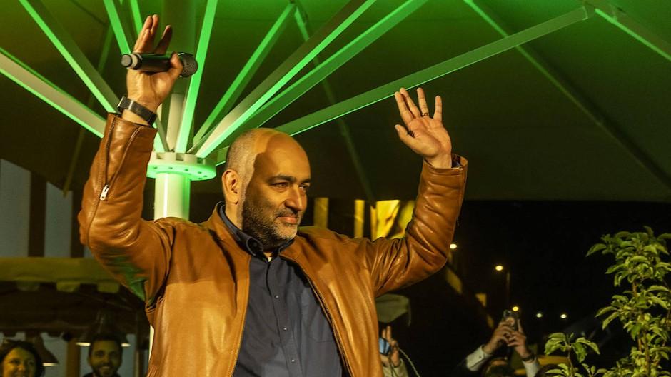 Sieger in Frankfurt: Omid Nouripour zieht als Wahlkreissieger in den Bundestag ein, Deborah Düring muss auf die Liste hoffen.