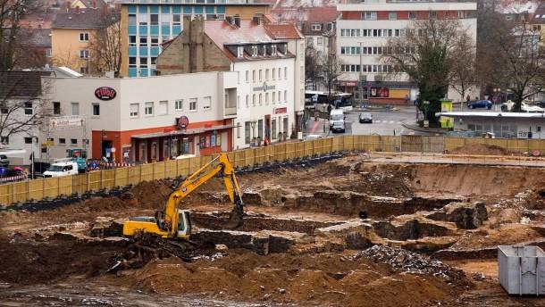 Auf der Großbaustelle des Hanauer Freiheitsplatzes beginnen in diesen Tagen die Tiefbauarbeiten