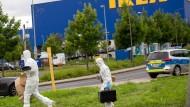 Spurensicherung: Am 10. August 2016 wurde die Leiche der Frau in der Nähe des Ikea-Marktes bei NIeder-Eschbach entdeckt.
