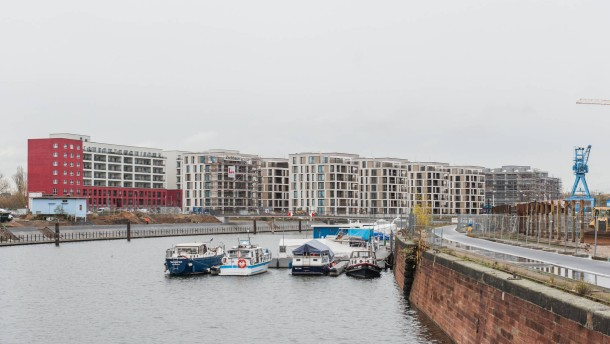 Wer wohnt auf der hafeninsel offenbach for Depot offenbach