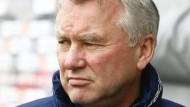 """""""Wir wollten mitspielen"""" - so lautete Trainer Möhlmanns Devise gegen die offensivstarken Paderborner, das ging daneben"""
