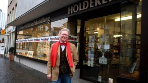 Risiko statt Ruhestand: Buchhändler mit 63