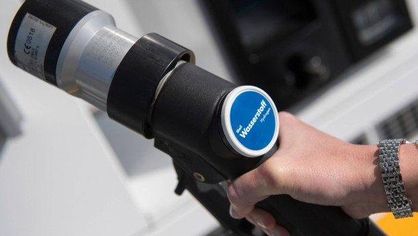 Zwei Wasserstoff-Tankstellen eröffnet