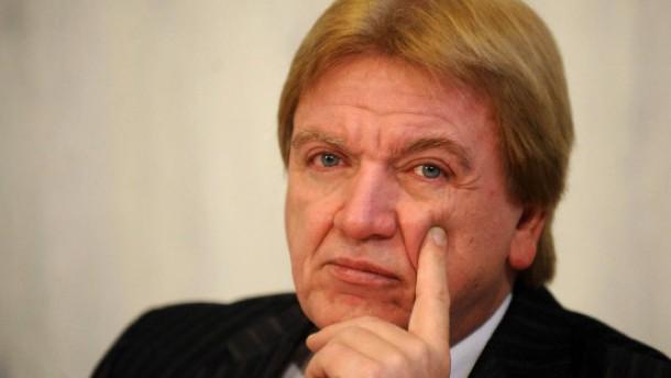 Opposition setzt Innenminister Bouffier unter Druck