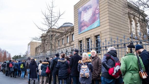 Gehaltsangaben, Museumsbesucher, Gerichtsverfahren
