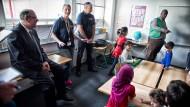 Flüchtlingshelfer: Bürokratie behindert Arbeit