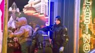 Blaulicht: Die Polizei kontrolliert Geschäfte und Personen im Bahnhofsviertel. Zuletzt habe es dort mehr Raubstraftaten und Körperverletzungen gegeben.