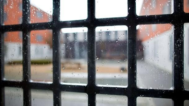 Mann holt sich Haftbefehl persönlich ab
