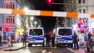 Zweite Razzia in Folge: Mit einer großangelegten Razzia ging die Polizei bereits Dienstagabend gegen Straßenkriminalität vor.