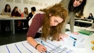 Lehre in den Semesterferien: Studenten eines Frankfurter Pädagogikseminars