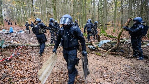 Gestell eingestürzt: Polizei vermutet Angriff