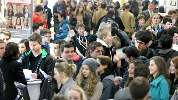 15. Dreieicher Ausbildungsmesse in der Weibelfeldschule - über 90 Firmen, Fachhochschulen, Hochschulen und Institutionen stellen sich vor