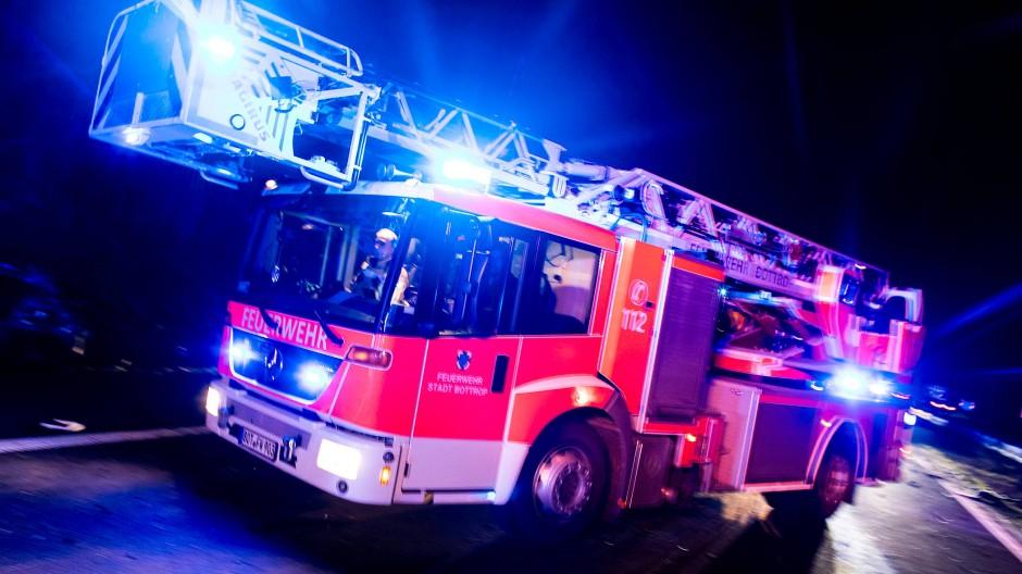 Wasser Marsch: In Bensheim haben wieder Autos gebrannt (Symbolbild).