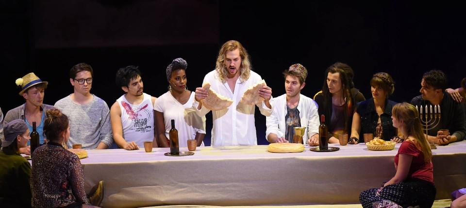 """Fröhliche Globalisierungsgegner: """"Jesus Christ Superstar"""" in Wiesbaden"""