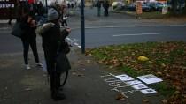 Anteilnahme: Freunde der niedergestreckten Studentin haben ihren Namen vor der McDonalds-Filiale in Offenbach, vor der die Tat geschah, mit Kerzen ausgelegt