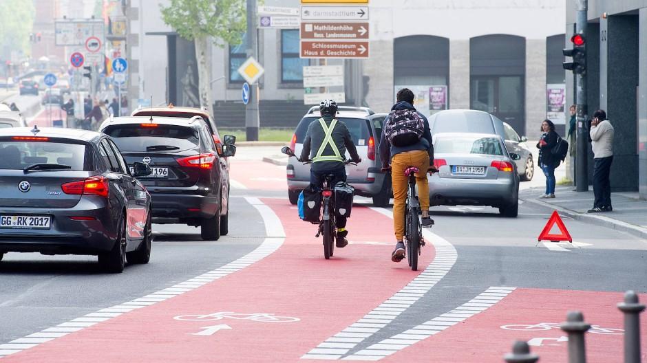 Mehr Sicherheit: Auf der Rheinstraße in Darmstadt gibt es breite Wege für Radfahrer.