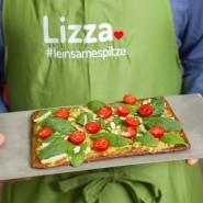 Die Pizza ist fertig gebacken: Lizza wird verlauft.