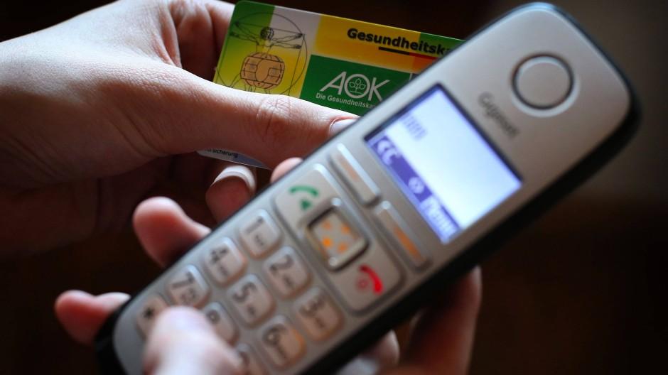Bei Erkältungsbeschwerden: Patienten können sich wieder telefonisch eine Krankschreibung besorgen (Symbolbild).