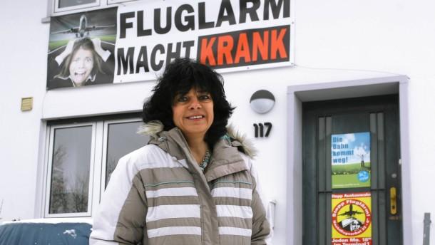 Monika Plottnik - Die Frankfurterin kämpft gegen die neue Flughafen-Landebahn und will deswegen in die SPD eintreten.