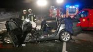Tragisch: In diesem Wrack starb ein Ehepaar, zwei Kinder wurden schwer verletzt