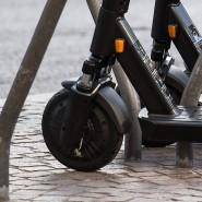In Deutschland gehören E-Tretroller schon vielerorts zum Stadtbild. In Großbritannien kam es nun zu einem tödlichen Unfall mit dem neuen Fahrzeug.