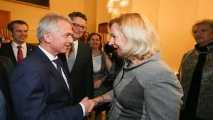 SPD-Amtsinhaber Feldmann deklassiert CDU-Kandidatin