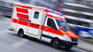 Ein Rettungswagen hatte den 54-Jährigen noch ins Klinikum Marburg gebracht, wo er nun an den Folgen des Brandes starb.