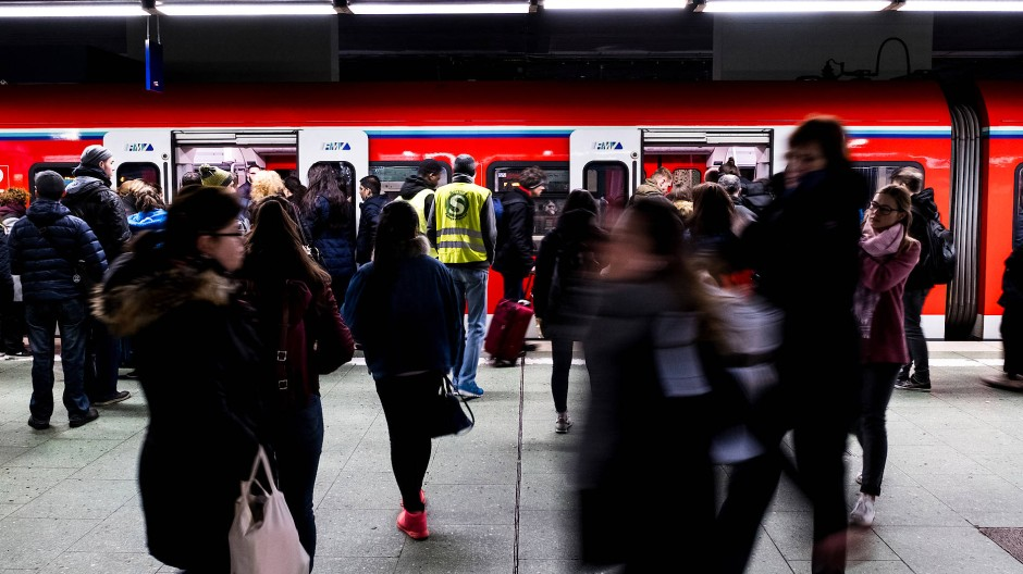 Pendler müssen am Mittwoch mit Verspätungen im S-Bahn-Verkehr rechnen.