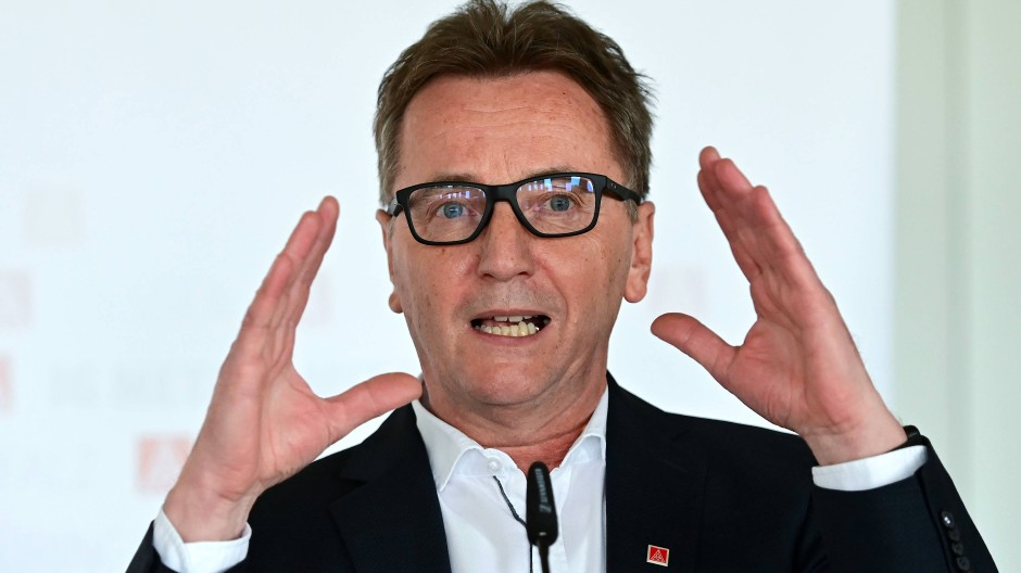 "Mahnung: ""Betriebsbedingte Kündigungen sind bei Opel mit dem Zukunftstarifvertrag bis Mitte 2025 ausgeschlossen"", sagt Hessens IG-Metall-Chef Köhlinger"