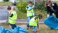 """Sauber: Schulkinder sammeln im Rahmen der Aktion """"Sauberhaftes Hesen"""" jedes Jahr den Müll auf, den andere achtlos weggeworfen haben"""