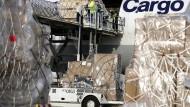 Urteil: Die Entlassung eines mutmaßlichen Salafisten aus einem Job im sicherheitsrelevanten Frachtsektor des Frankfurter Flughafens (Foto) war rechtens