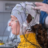 Transkranielle Gleichstromstimulation: Dabei werden bestimmte Teile des Gehirns mit schwachen elektrischen Impulsen stimuliert