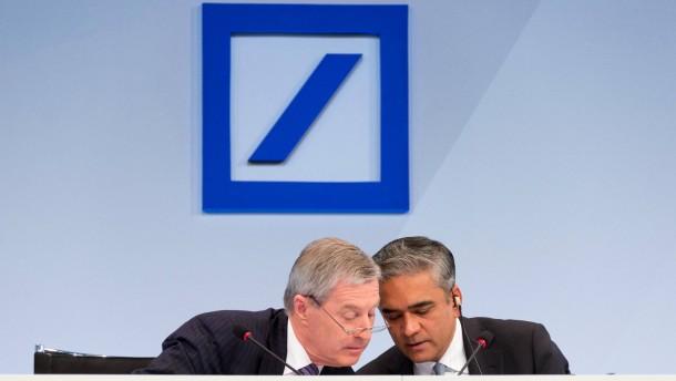 Deutsche Bank -  Die beiden neuen Vorstandsvorsitzenden Anshu Jain und Jürgen Fitschen präsentieren die Geschäftszahlen 2012 im Hermann-Josef-Abs-Saal in Frankfurt.