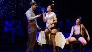 """Der kurze Traum der Freiheit: Szene aus """"Cabaret"""" im Hessischen Staatstheater Darmstadt"""