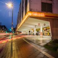 Obacht: Tankstellen werden in der Dunkelheit immer wieder zum Ziel von Räubern. Diese hier liegt in Frankfurt und dient nur zur Illustration (Symbolbild)