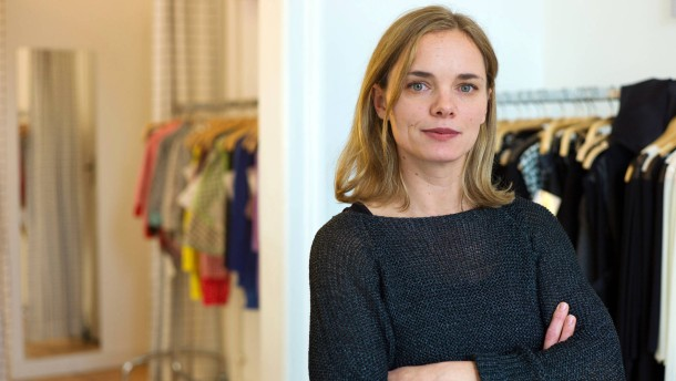 Nina Hollein - Die Ehefrau des Städeldirektors Max Hollein spricht über ihr Leben und ihre Arbeit als Designerin.
