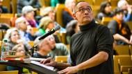 Dozent auf Zeit: Regisseur Dominik Graf im Hörsaal an der Frankfurter Uni