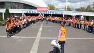 Unzufrieden: Mitarbeiter von Sanofi demonstrierten vor der jüngsten Betriebsversammlung gegen Stellenabbau