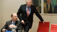 Vertritt Offenbach im Landtag: Stefan Grüttner, hier mit Ministerpräsident Koch