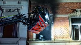 Zehn Verletzte durch Feuer in Mehrfamilienhaus