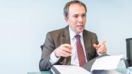 Interpret der Arbeitsmarktzahlen: Frank Martin, Leiter der Regionaldirektion Hessen der Arbeitsagentur, rechnet mit mehr Arbeitslosen und mehr Beschäftigung.