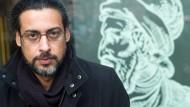 Beim Barte des Literaten: Abbas Khider vor dem Gutenberg-Museum