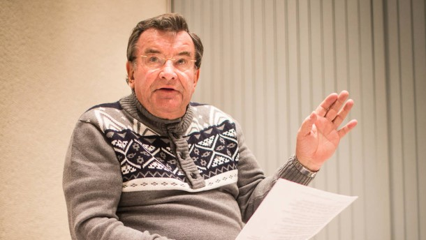 Rednerschule Fastnacht - In der Rednerschule werden Büttenredner und Sitzungspräsidenten für die Fastnacht fit gemacht. Lehrer ist Karl Oertl, langjähriger Sitzungspräsident der Fernsehsitzung des HR.