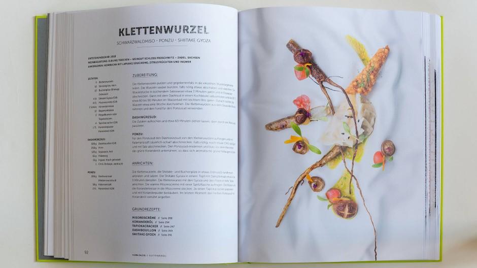 """Schnörkellos hochwertig: Das """"Flora""""-Kochbuch glänzt mit ausführlich und verständlich beschrieben Rezepten und bestechender Food-Fotografie."""