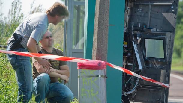 Abermals Fahrkartenautomat mit Gas gesprengt